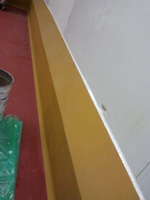 Realisation de banquettes en beton suivie d'une protection en mortier de résine